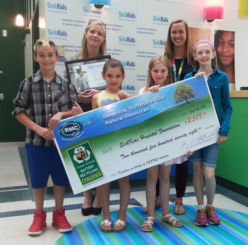 Students from the Ontario Schools Battery Recycling Challenge paid a visit to the Hospital for Sick Children (SickKids) to make a donation to the SickKids Foundation on behalf of all OSBRC participants.