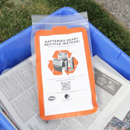 A battery recycling bag sits inside a blue box. Curbside battery collections are provided by many Ontario municipalities at certain times of the year. Batteries should never be placed loose inside a blue box outside of those collection periods.